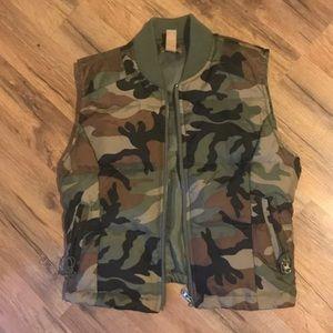 Gadzooks camo vest size S